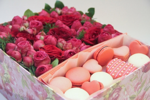 Macarons @ mini pink roses Box set