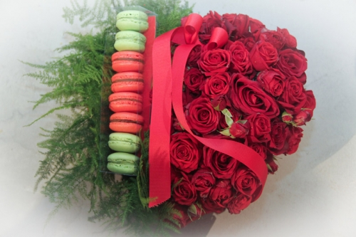 Macarons & Red roses box