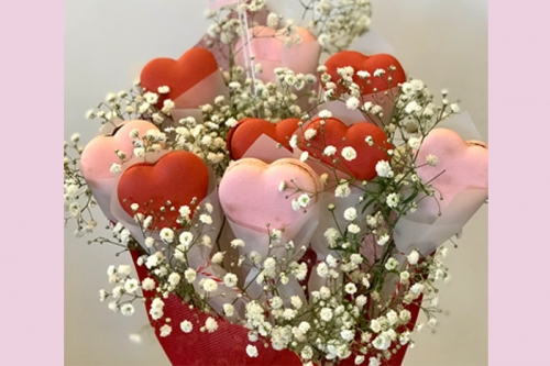CEB Heart bouquet Macarons